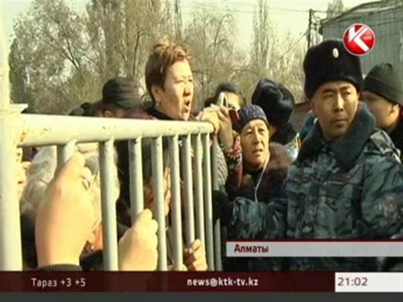 Власти Алматы готовятся к полному сносу сгоревших рынков, а торговцы – к долгим судебным процессам