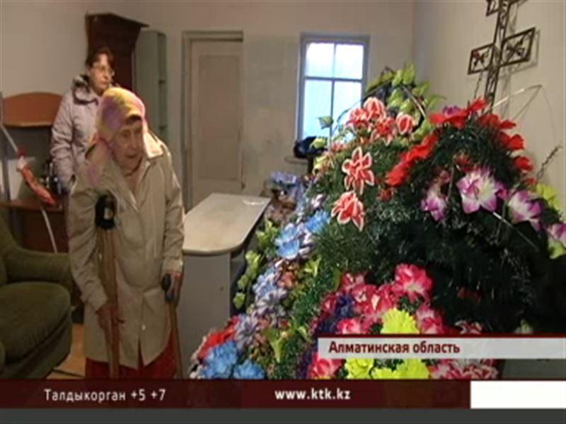 Пенсионерка из Талдыкоргана оплатила собственные похороны и теперь требует вернуть ей деньги