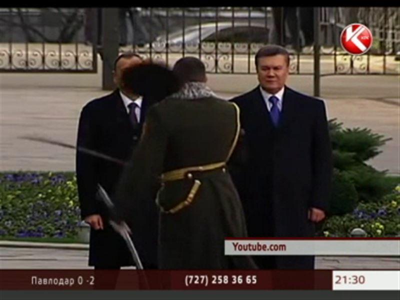 Начальник Почетного караула едва не отрубил себе голову на глазах у двух президентов
