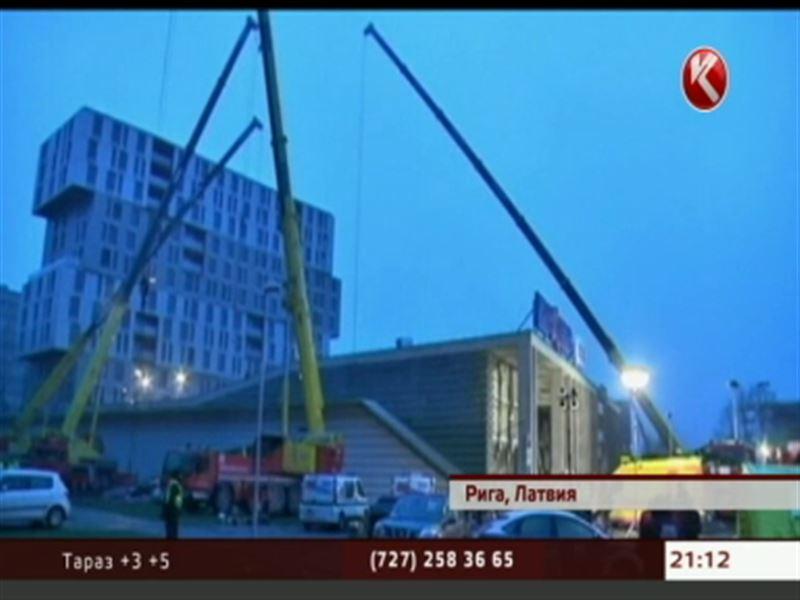 В Риге рухнула часть торгового центра - спасательные работы продолжаются