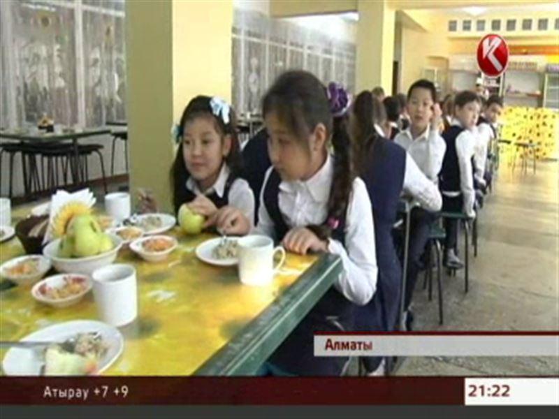 Фастфуд, газировка и сладости губят школьников – специалисты озвучили статистику