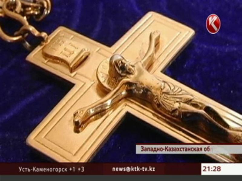 В Западном Казахстане преступники вернули в церковь украденный крест