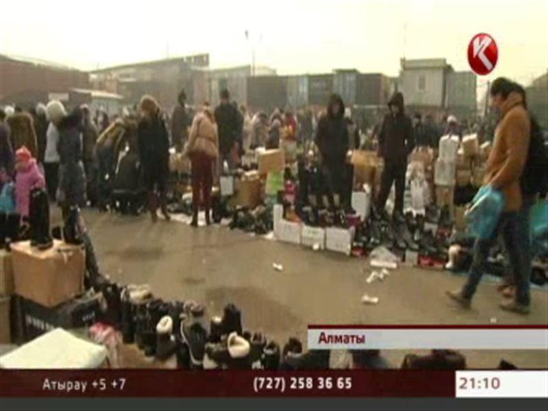На алматинской барахолке миграционная полиция устроила облаву на нелегалов