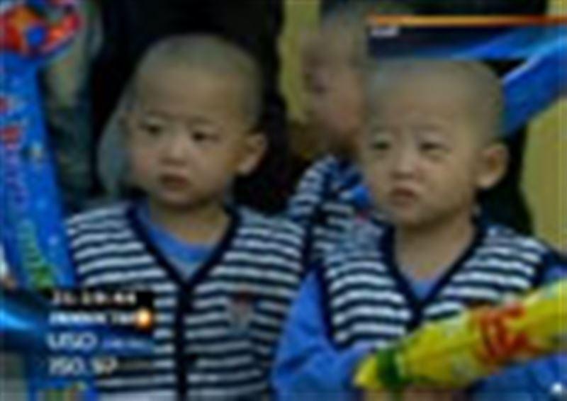 В Пекине прошел фестиваль двойняшек