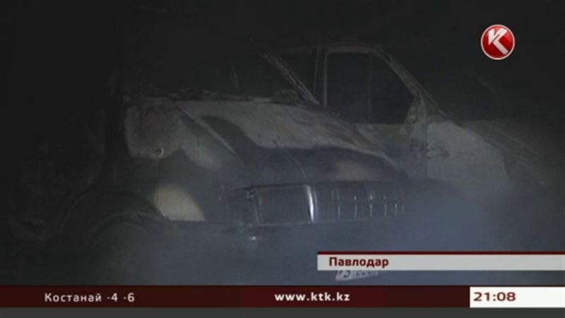 В Павлодаре огонь уничтожил шесть маршрутных такси