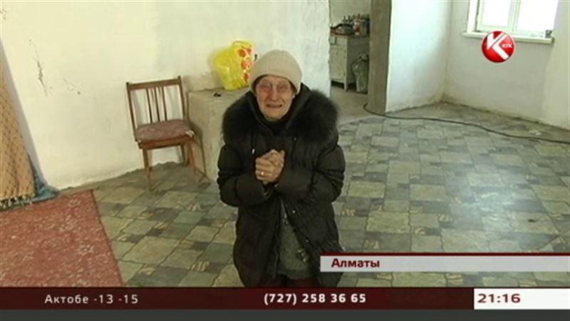 Замерзающую алматинскую пенсионерку, наконец, согрели коммунальщики