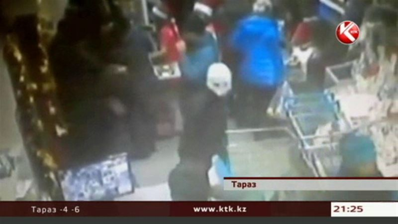 В Таразе финполовцы обезвредили налетчиков в супермаркете