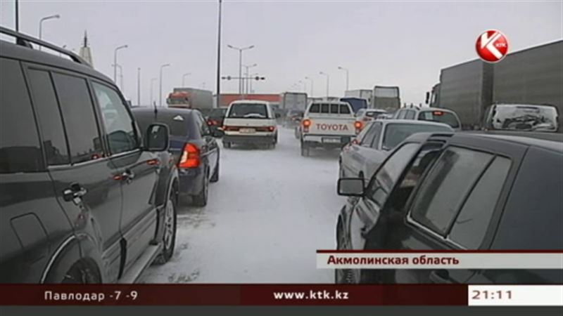 В северных и центральных районах Казахстана  перекрыли дороги из-за  штормового предупреждения