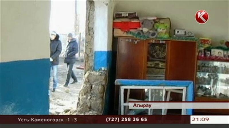 В Атырау водитель внедорожника едва не убил жильцов частного дома