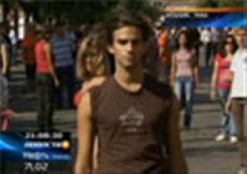 В центре Рима сотни людей улеглись на проезжую часть, изображая жертв ДТП, так они борются за безопасность движения