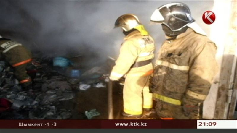 В пригороде Алматы сгорел склад с автозапчастями
