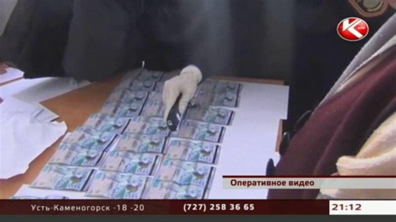 В Южном Казахстане на взятке погорели сразу два школьных директора