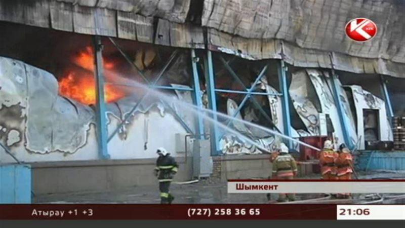 В Шымкенте несколько часов горели оптовые склады