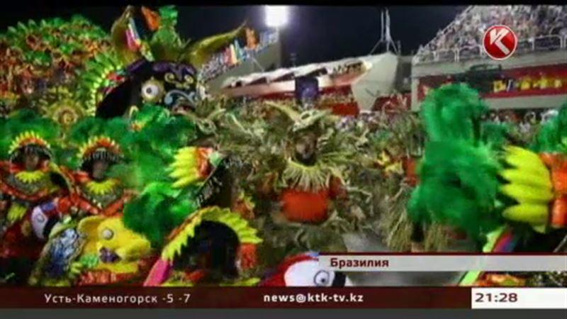 Рио-де-Жанейро, где проходит знаменитый карнавал, завален мусором
