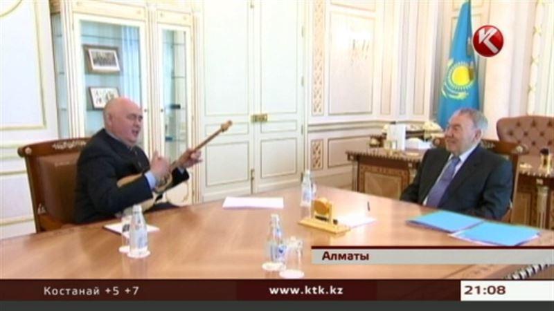 Писатели и поэты Алматы спели, послушали кюй и поговорили о жизни с Назарбаевым