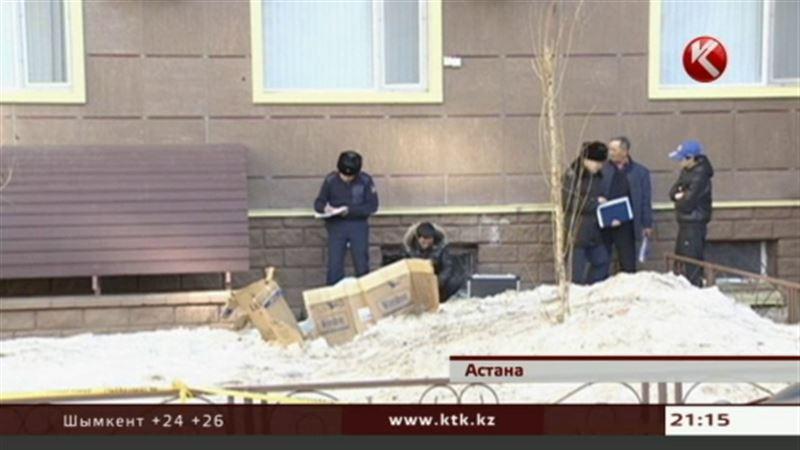 В самом центре Астаны из окна многоэтажки выпала девушка