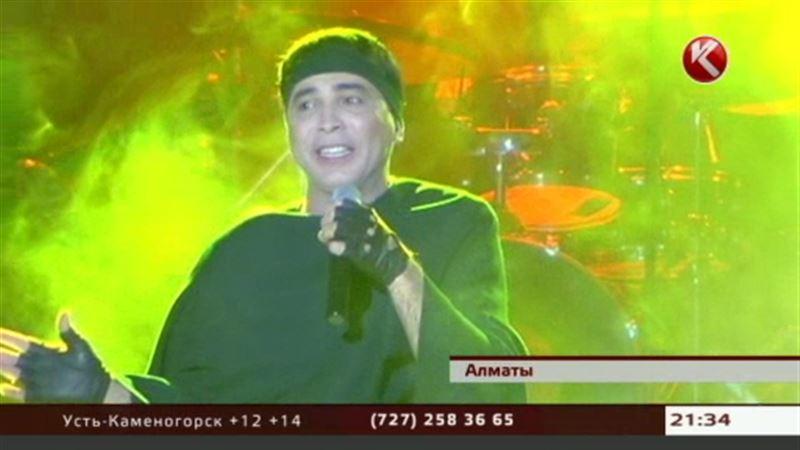 В Алматы прошёл концерт казахстанского поэта и композитора Вивата Басова