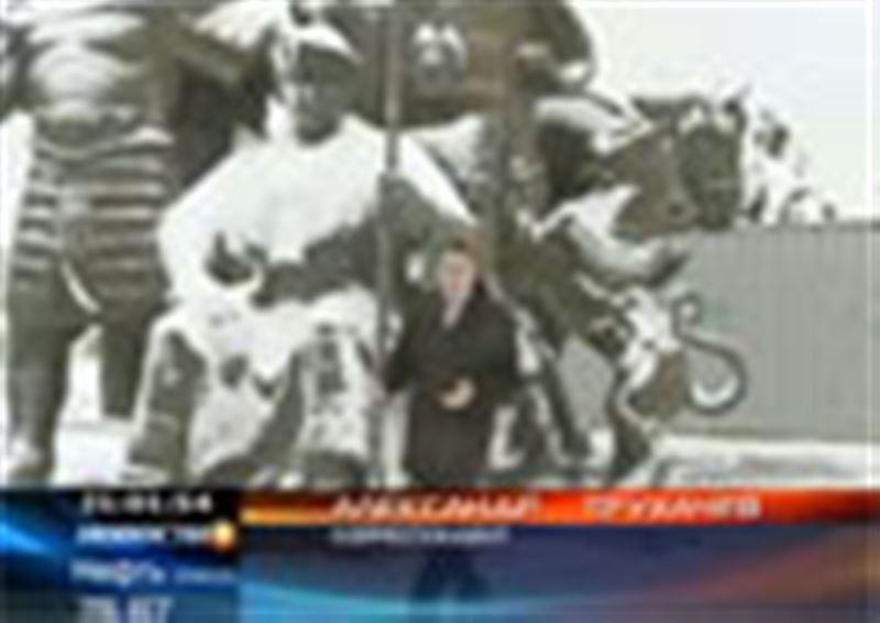 Столичные власти не могут найти места для памятника отцам-основателям казахской государственности. Ржавеющих и разваливающихся на части Жанибека и Керея разыскал наш корреспондент