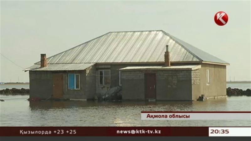 Жители затопленных близ Астаны поселков покидают свои дома