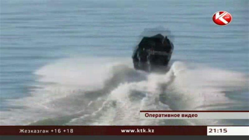 Чтобы задержать браконьеров, казахстанским пограничникам пришлось вызывать вертолет