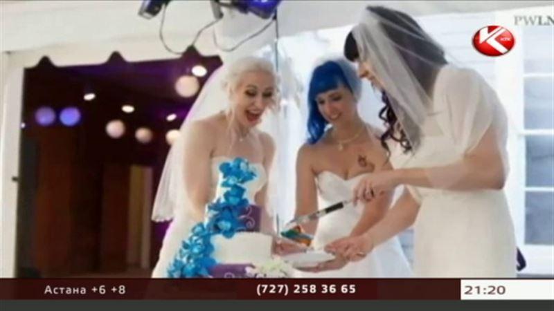 В США три лесбиянки сочетались браком друг с другом