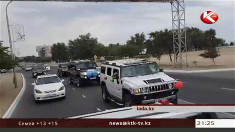 В Актау дорожная полиция сопровождала свадебный кортеж, игнорируя ПДД