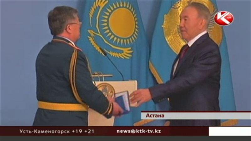 Назарбаев: «Офицерские ремни с годами должны становиться не шире, а короче»
