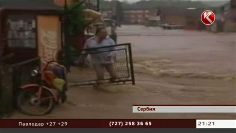 Сильнейшее наводнение и ураган обрушились на Европу