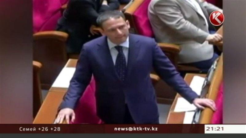 Странное поведение депутата Добкина стало предметом пересудов