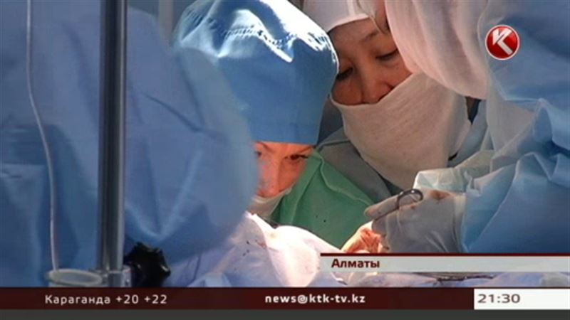 Израильские врачи оперируют в алматинской совминке