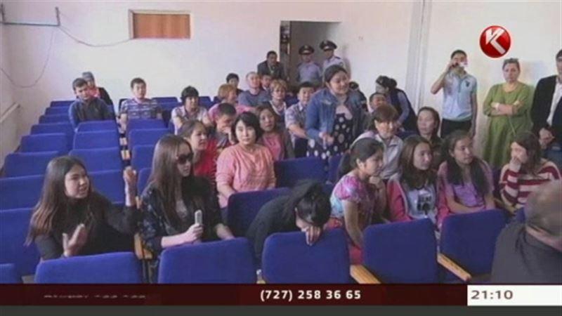 В скандал с ЕНТ в карагандинском посёлке вмешалась прокуратура