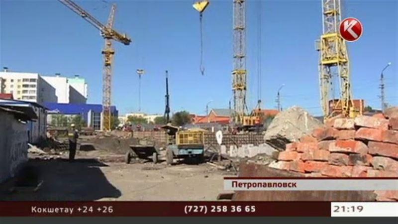 В Петропавловске из-за большой стройки разрушаются бараки, жители  требуют новое жилье