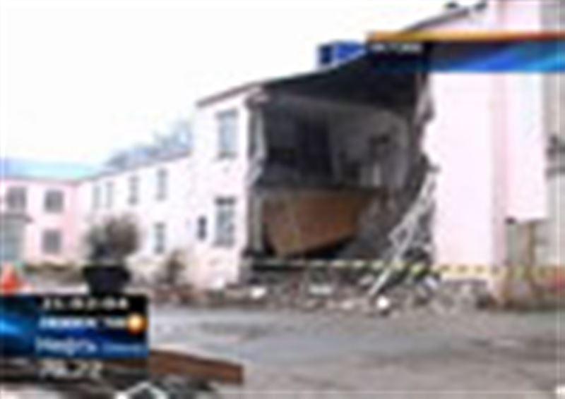 ЧП в Актобе: рухнула часть корпуса Актюбинского колледжа транспорта, коммуникаций и новых технологий