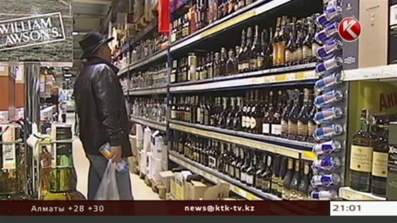 С 9 вечера и до полудня крепкий алкоголь в Казахстане продавать не будут