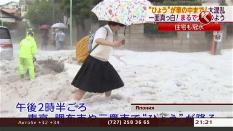 В нескольких городах Японии не прекращаются сильнейшие ливни