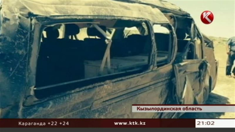 На трассе Кызылорда – Жезказган в смертельную аварию попал микроавтобус с грузом 200