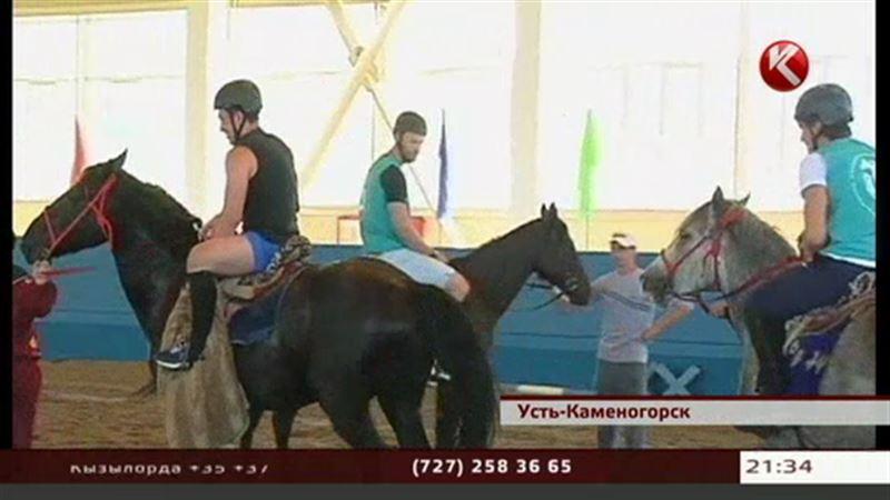 Казахстанские хоккеисты променяли клюшки на коней