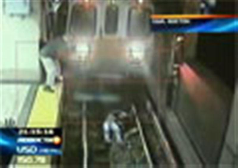 США: женщина, потеряв равновесие, упала на рельсы в бостонском метро