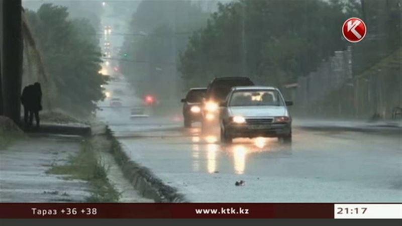 Казгидромет: проливные дожди с грозами и градом – на севере, жара – на юге
