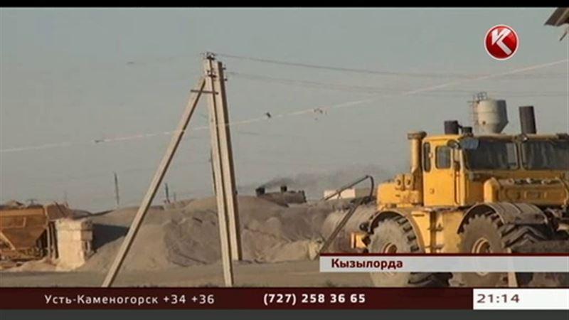 Жители Кызылорды требуют закрыть асфальтный завод