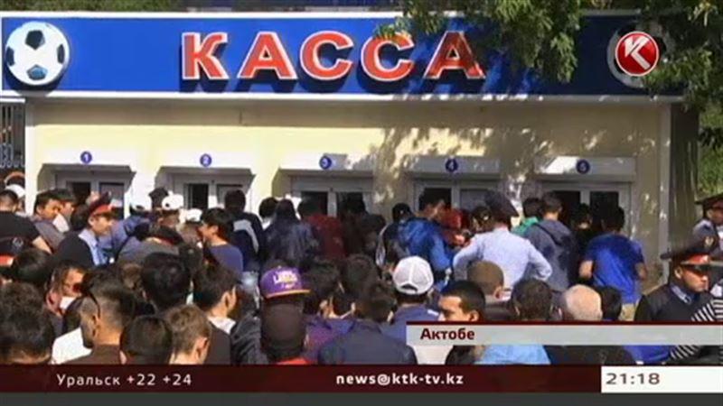 К кассам стадиона в Актобе стянули десятки полицейских