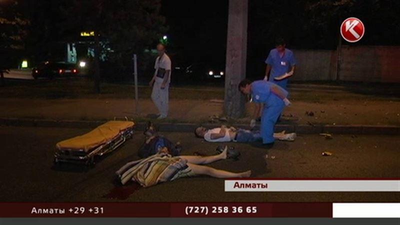 Четыре человека, катавшиеся по Алматы на мопедах, погибли