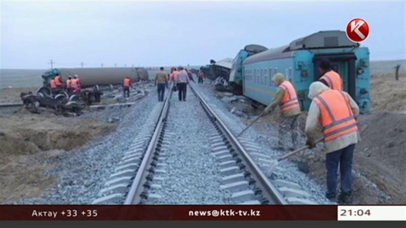 За крушение пассажирского поезда в Атырауской области ответят железнодорожники