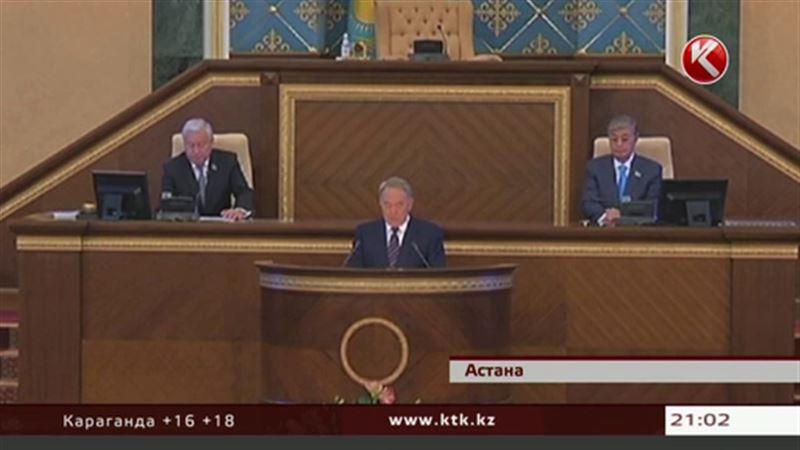 Назарбаев: «Неприятности наступают нам на пятки»