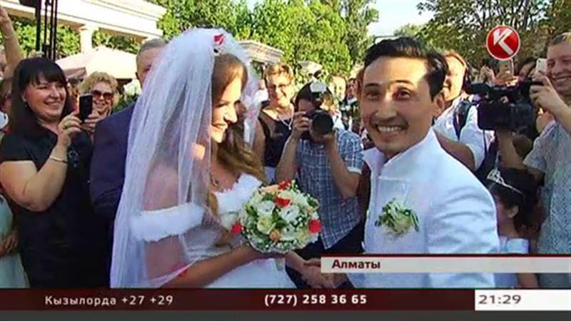 Невеста клоуна Мутурганчика пришла на свадьбу в кроссовках