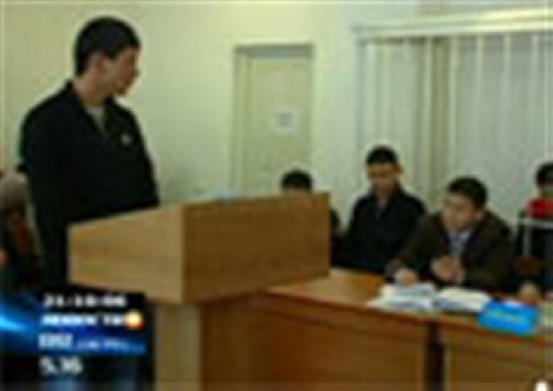 В Кокшетау в городском суде начался необычный процесс: за грабеж и избиение судят одного, а с повинной, спустя полгода, явился другой
