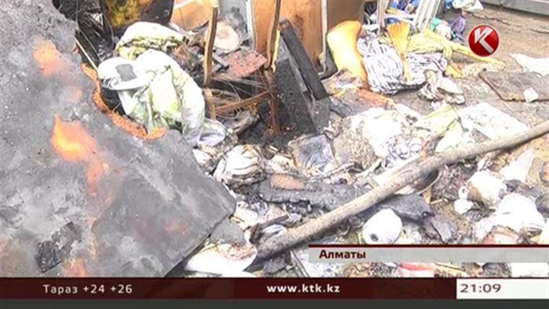 Горящие занавески едва не уничтожили очередной рынок в Алматы