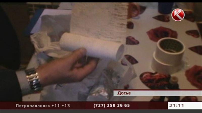 «Черные» доллары печатали в Алматы чернокожие аферисты
