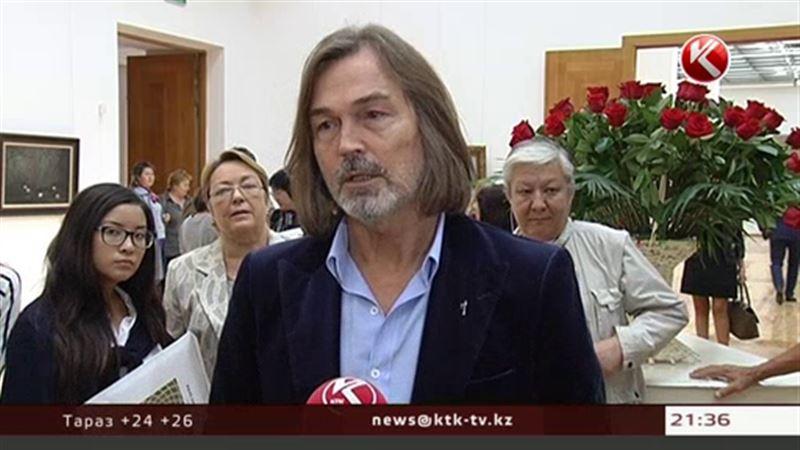 Никас Сафронов привез в Алматы Джоли и женщин-кошек