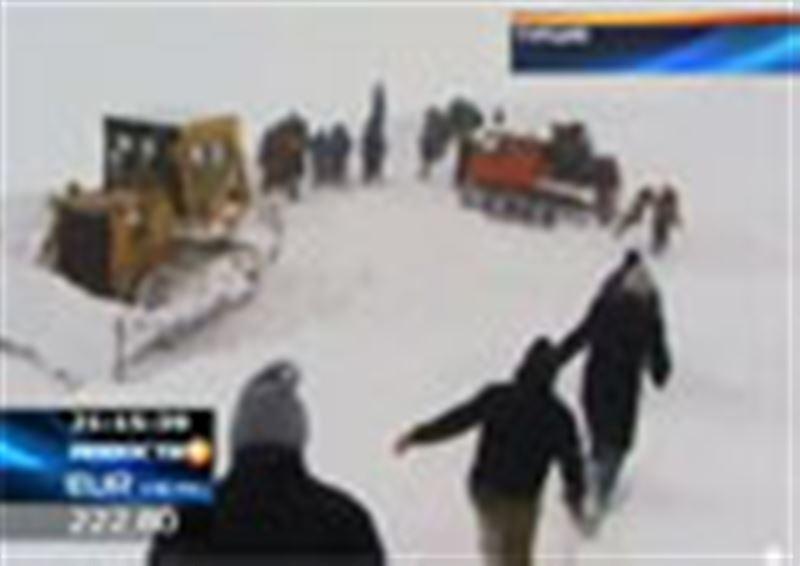 В Турции пассажиры автобуса провели в снежном плену сорок часов